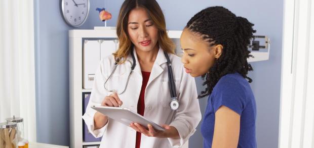 Profissionais de saúde precisam atentar às especificidades da população negra